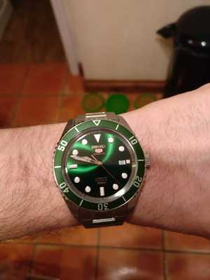 Seiko 5 Green Dial Bezel Sports Automatic Date Display